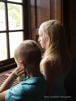 Auteur fotograaf Roel Lemstra - children looking out