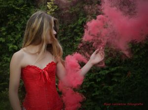 Auteur fotograaf Roel Lemstra - red corset and smoke